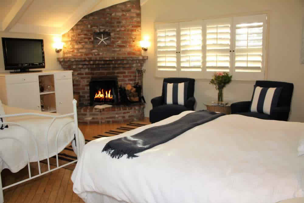 bed, day bed, fireplace and chairs