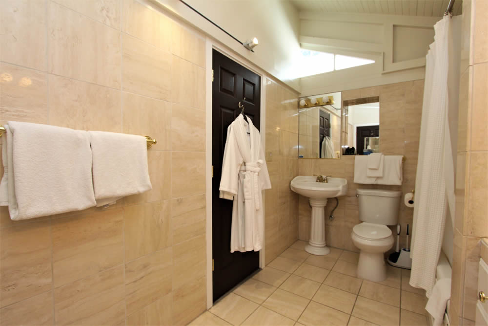concours suite with bathroom