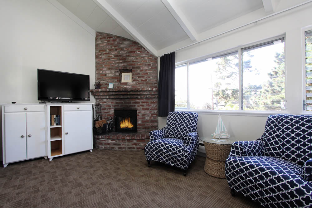 sea otter room with king bed, chairs, fireplace