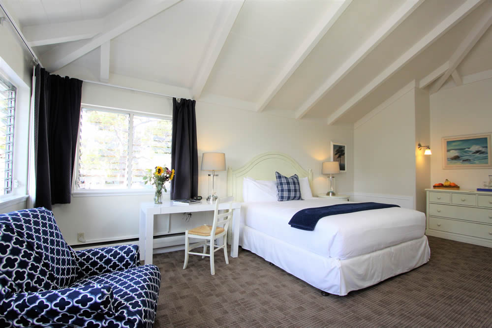 sea otter room with king bed, chairs, table with lamp
